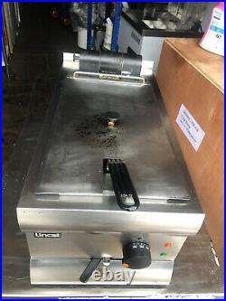 Lincat DF33 Single Tank Fryer 3kw electric table top fryer, 13amp standard plug